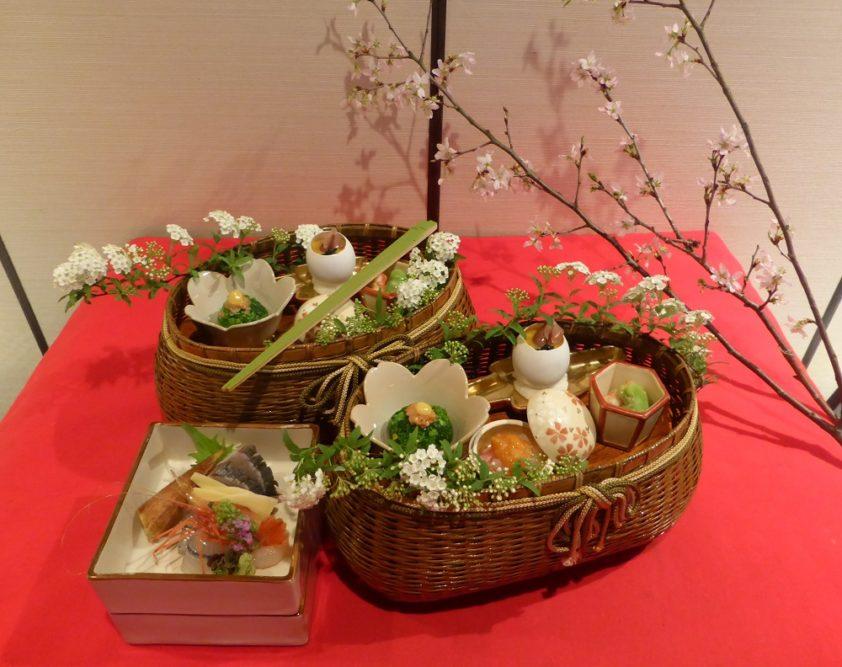「御料理貴船」予約は半年先!?卓上に季節咲きこぼれる~先入観なしで食べ進めるべし 4組限定