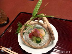 「つば甚」数々の歴史人が訪れた金沢で最も歴史のある名料亭。料理も高く評価されています。真ん中のコースからがオススメ~