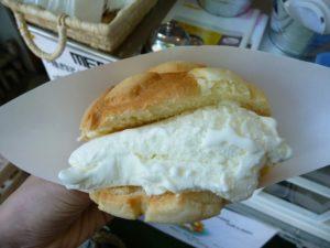 「世界で2番めにおいしい焼きたてメロンパンアイス」全国的に有名になりましたが金沢が発祥!アツアツとひんやりのコラボ