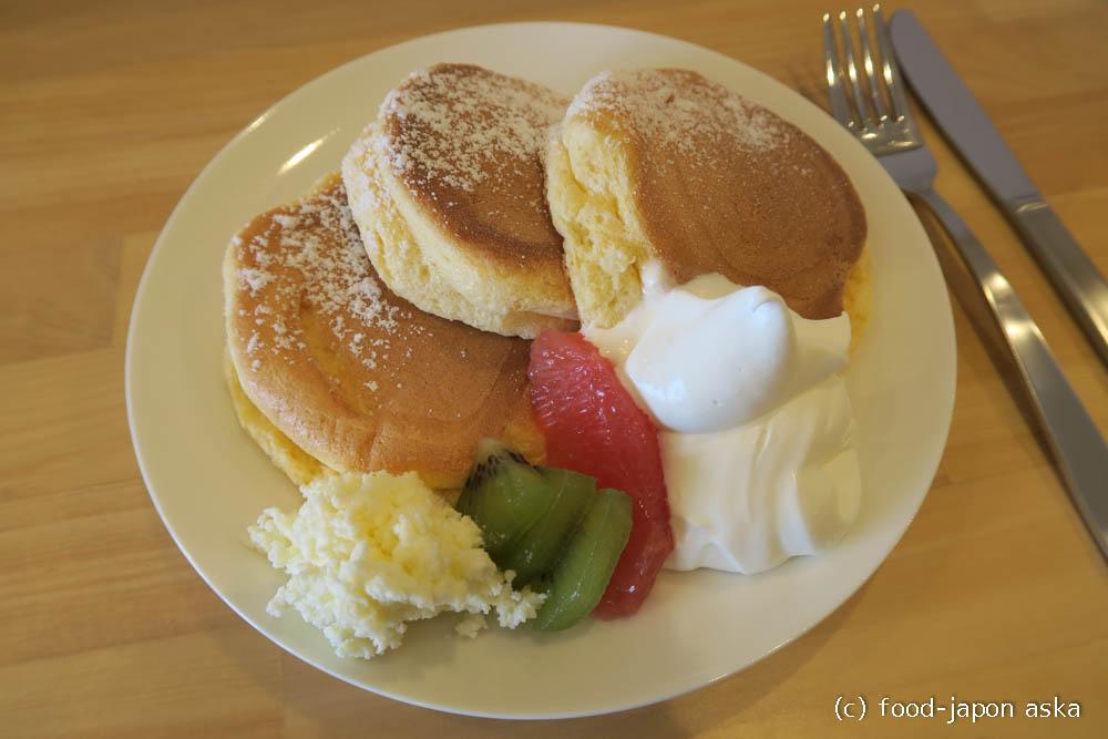 「Little Tea Pot (リトルティーポット)」たまごのほちゃほちゃパンケーキに定評がある紅茶カフェ!卵黄のコクしっかりの珍しいタイプ