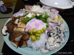 「太郎」たろうの寄せ鍋は金沢冬の風物詩!1から10まで仲居さんがお世話してくれます。きび餅とおじやで〆