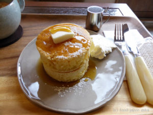 「安江町ジャルダン」円筒形のふわふわ厚焼きパンケーキ、宝達葛のミルクゼリーが絶品!金沢駅から徒歩圏内、こんなところに町家カフェが