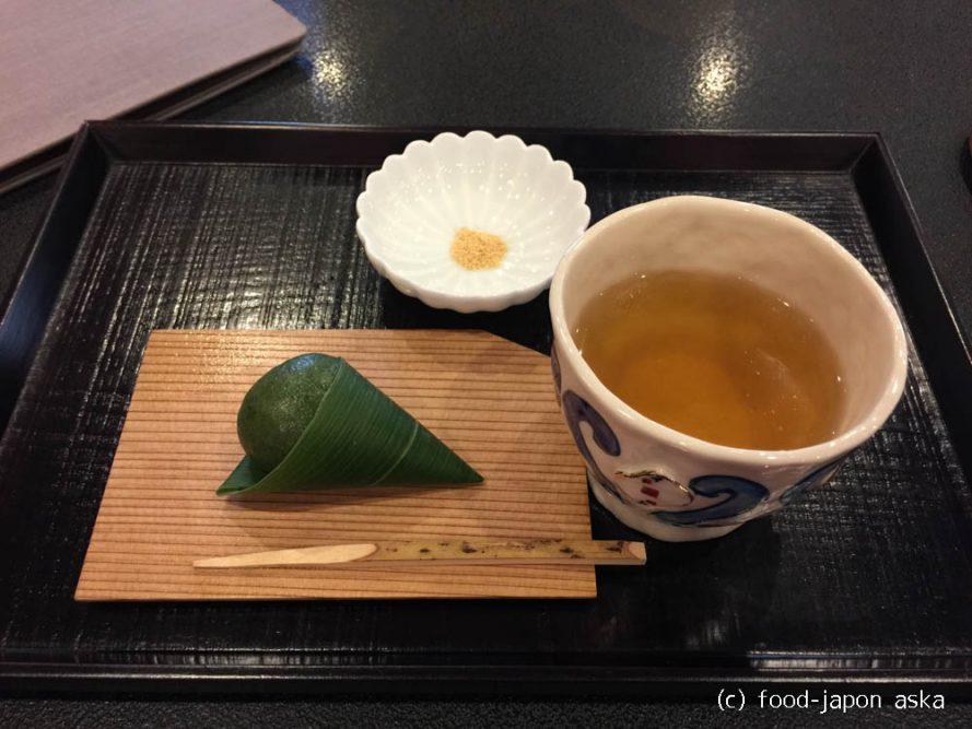 「丸八製茶場 茶房実生」お茶の香りに包まれながら本店で味わう一級の棒茶は1味も2味も違う!お菓子とセットで500円は本店の魅力
