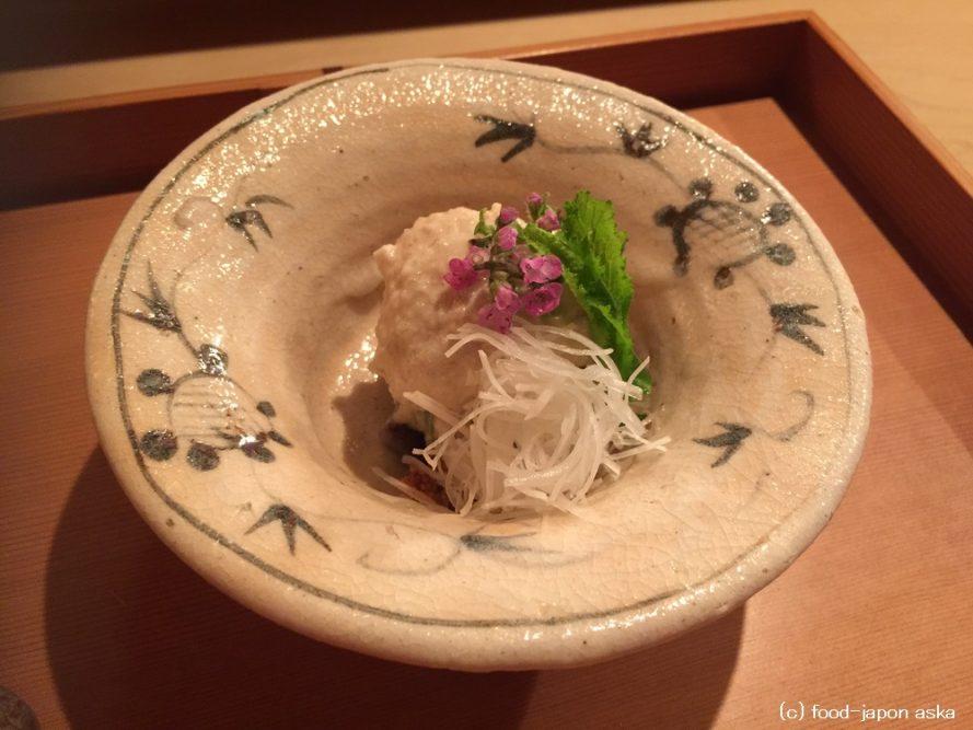 「日本料理 山崎」北陸で唯一の3ツ星獲得店。意表を突くおいしさの置き方が光る。富山の食材と地酒も豊富。