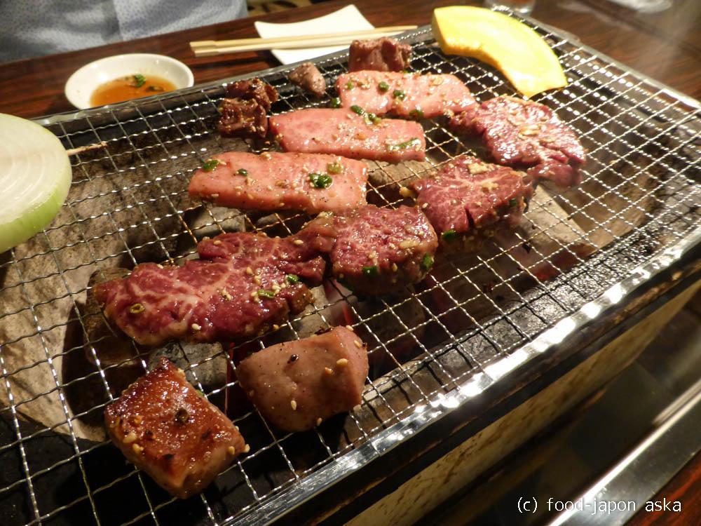 「炭火焼肉大阪あじまん」焼肉はここが一番好き!極厚タンステーキとハラミは外せない!ちょっと高いけどうまい肉が食べられる店~卓上七輪にて炭火焼肉だ!