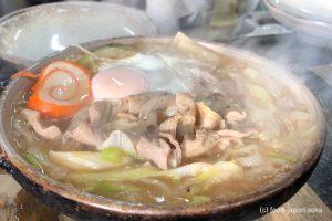 「糸庄」行列覚悟!もつ煮込みうどんの名店~これでもかというほどモツモツモツ!グラグラ煮えたつニンニク効いたピリ辛みそにそそられる