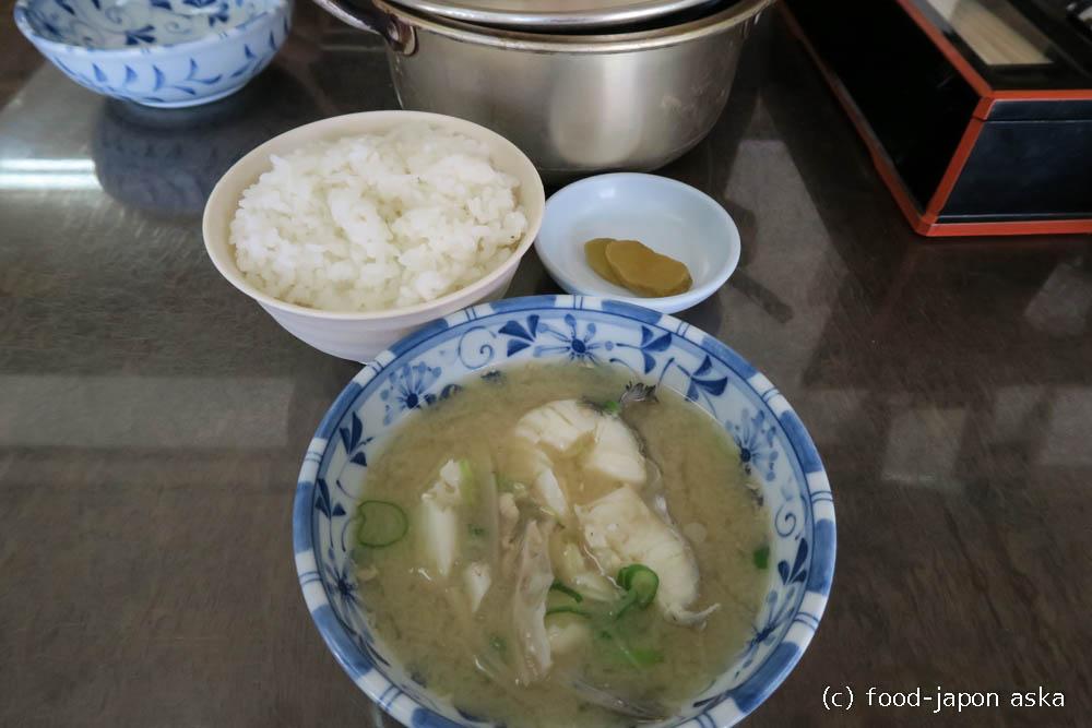 「栄食堂」アルミ鍋でたら汁!一匹ブツ切り、豪快だけど新鮮で繊細~冬の富山は「たら汁街道」へGO!