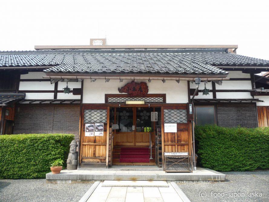「小立庵」珠姫の寺の門前、元尼寺のそば店。変わりそば多し。私はラー油で食べる出世地蔵そばが好き