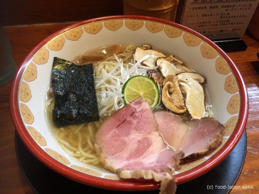 (Seasonal Menu)「自然派ラーメン神楽」超人気の無化調ラーメン店。秋の限定メニューはなんと松茸がゴロゴロ!香りがスープに移って美味。