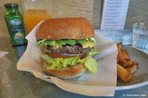 「The Godburger (ザ・ゴッドバーガー)」肉々しいパティがうまいプレミアムハンバーガー店!満腹覚悟でどうぞッ!