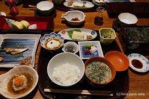 「かよう亭」料理にも定評ある山中温泉の宿。心の癒しと日本の美。石川のオススメ旅館には必ず名のあがってくる名旅館。幸福度MAXの朝食