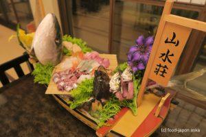 """「山水荘」人気の能登島の民宿 """"島時間 海の宝を味わう宿""""に納得。料理がすんごい!舟盛りもインパクトあり"""
