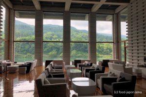 「リバーリトリート雅樂倶(がらく)」富山の人気ラグジュアリーホテル。山に囲まれた水辺の非日常感と美術館で暮らすようなアートな館内。日本料理「和彩膳所 樂味」地酒中心に50種以上!朝食がすごい!