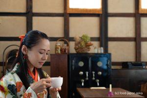 「ICOU(イコウ)」で憩う。七尾でカフェならここ。旧鹿渡酒造をリノベーションした風格漂う空間で時間忘れる。玄米粉と米粉のパンケーキ絶品。